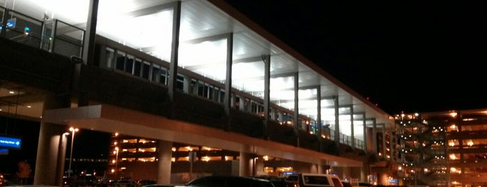 PHX Sky Train™ - East Economy Station is one of Lieux qui ont plu à Justin Eats.