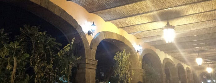 Restaurant Hotel Portal De Reyes is one of JC'ın Beğendiği Mekanlar.