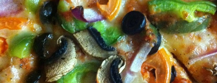 La Bella's Pizza is one of สถานที่ที่ Blondie ถูกใจ.
