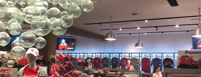 Coca-Cola Store is one of Lugares favoritos de Will.