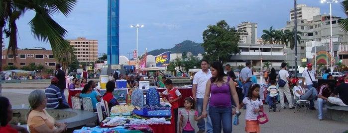 Paseo Colón is one of Sitios Recreaciones al Aire Libre en PLC.