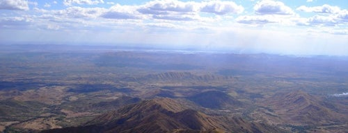 Cerro Platillón is one of Monumentos Naturales de Venezuela.