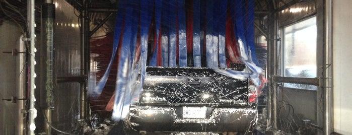 Oyster Bay Car Wash - $4 Car Wash is one of Lieux qui ont plu à Nikki.