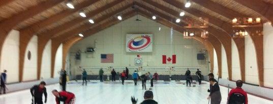 Broomstones Curling Club is one of Nicholas'ın Kaydettiği Mekanlar.