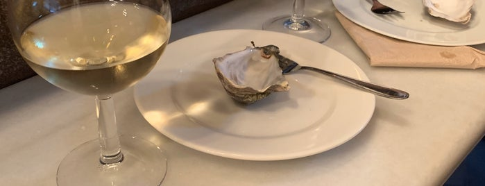 Joel's Oyster Bar is one of Try on weekends.