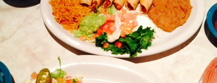 Chuy's Tex-Mex is one of Lugares favoritos de Esther.