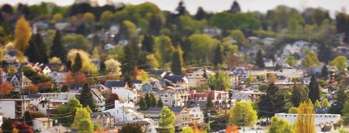 Greenwood Neighborhood is one of Lieux qui ont plu à Charles.