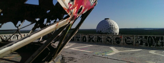 Abhörstation Teufelsberg is one of Tempat yang Disukai Chris.