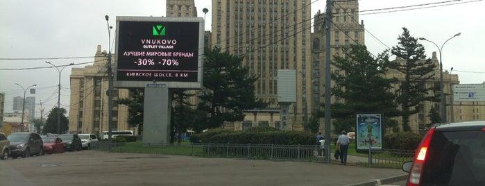Сквер на Смоленской-Сенной площади is one of สถานที่ที่ Jano ถูกใจ.