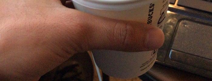 Starbucks is one of Mustafaさんのお気に入りスポット.
