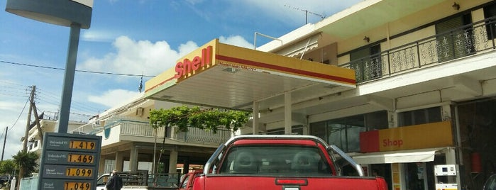 Shell Gas Station is one of Lieux qui ont plu à Gee.