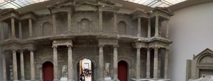Pergamonmuseum is one of Tempat yang Disukai Federico.