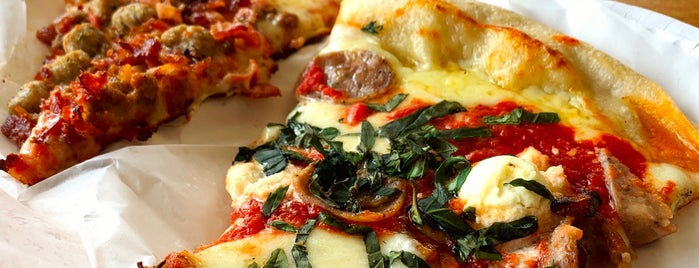 Marabella Old World Pizza is one of Christian 님이 좋아한 장소.