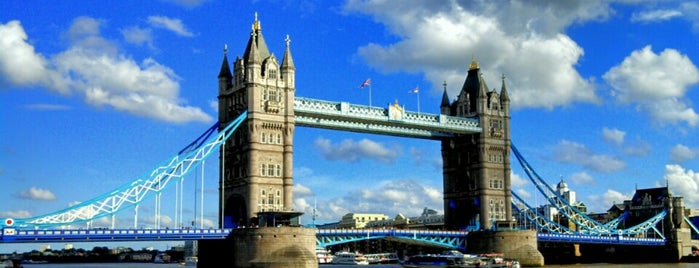 Tower Bridge is one of London Cultural.