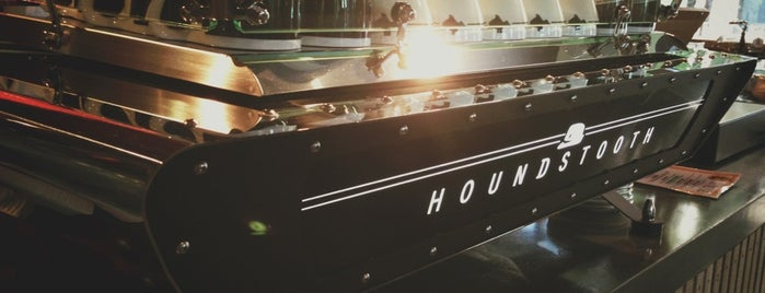 Houndstooth Coffee is one of Lugares favoritos de T.