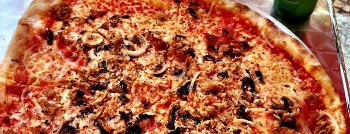 Mr. Pizza is one of Lugares favoritos de Lia.