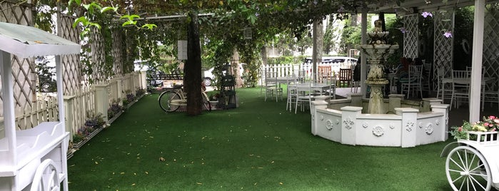 Le Delice Cafe And Bakery is one of Bandung Kuliner.