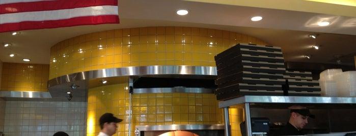 California Pizza Kitchen is one of สถานที่ที่ Olcay ถูกใจ.