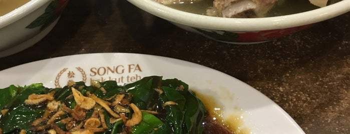 Song Fa Bak Kut Teh 松發肉骨茶 is one of Singapur.