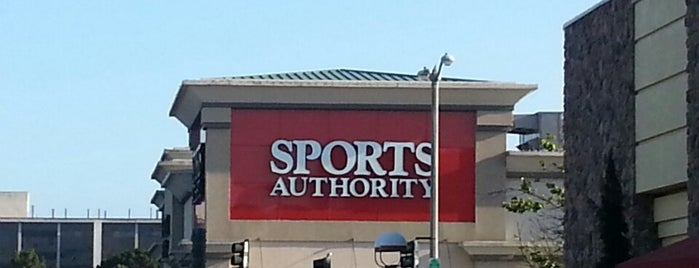 Sports Authority is one of Locais curtidos por Brian.