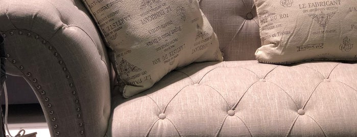 Al-Rajaa Furniture مفروشات الرجاء is one of Lieux qui ont plu à Sarah.