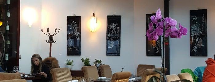 Chez Yang 雪园 is one of Locais curtidos por Hisham.