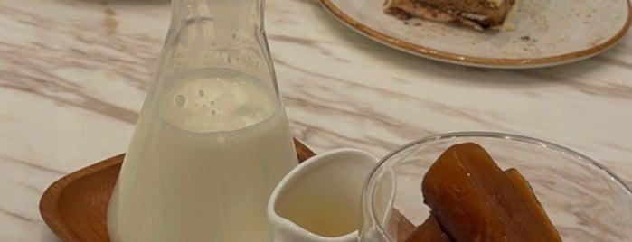 L'ETO Cafe is one of Breakfast.