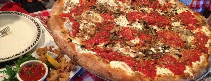 Brooklyn's Brick Oven Pizzeria is one of Lizzie: сохраненные места.