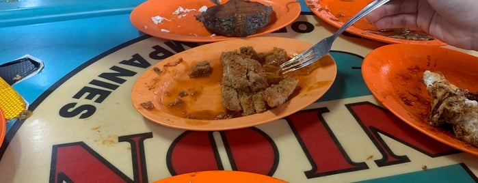 Loo's Hainanese Curry Rice is one of Tempat yang Disukai followLin.