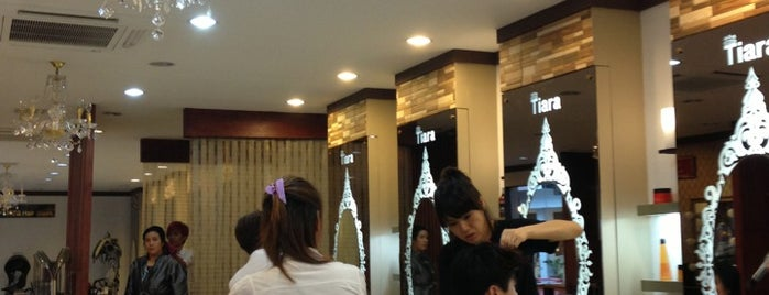 Tiara Hair Salon is one of Lugares favoritos de Shank.
