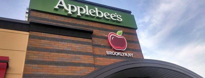 Applebee's Grill + Bar is one of Rochelleさんのお気に入りスポット.