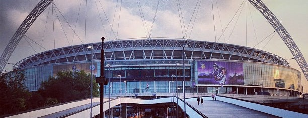 Estádio de Wembley is one of Fly me to the moon.