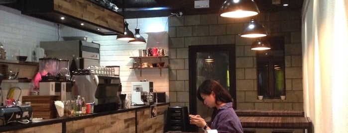 Rabbithole Coffee & Roaster is one of Best coffee in HK.