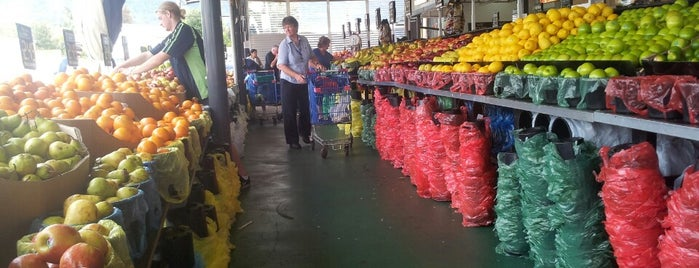 Leisure Coast Fruit Market is one of Tempat yang Disukai Matt.