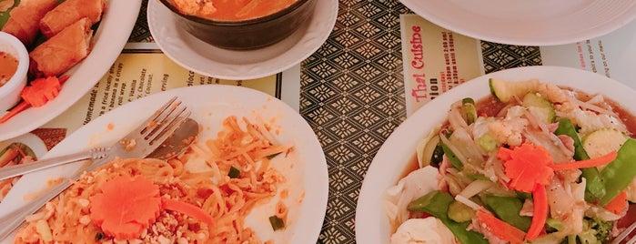 Sombat's Fresh Thai Cuisine is one of สถานที่ที่บันทึกไว้ของ Thomas.