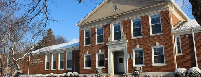 Saint James Catholic School is one of สถานที่ที่ Jason ถูกใจ.