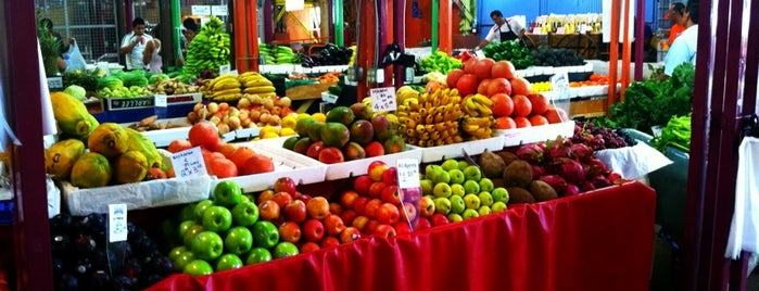Yellow Green Farmers Market is one of Tempat yang Disukai David.