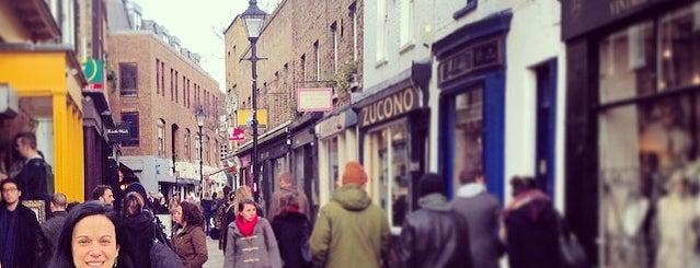 Camden Passage is one of À faire à Londres.