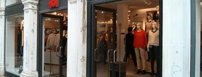 H&M is one of สถานที่ที่ Alejandro ถูกใจ.