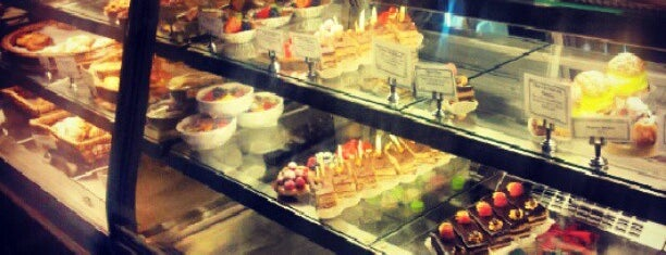 Le Reve Patisserie & Cafe is one of Milwaukee Essentials.