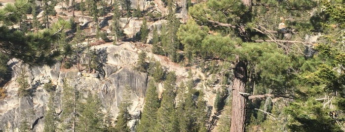 Top of Devil's Postpile is one of Locais curtidos por JW 🙌.