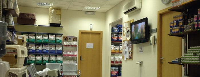 Advanced Pet Clinic is one of Lugares favoritos de Hatim.