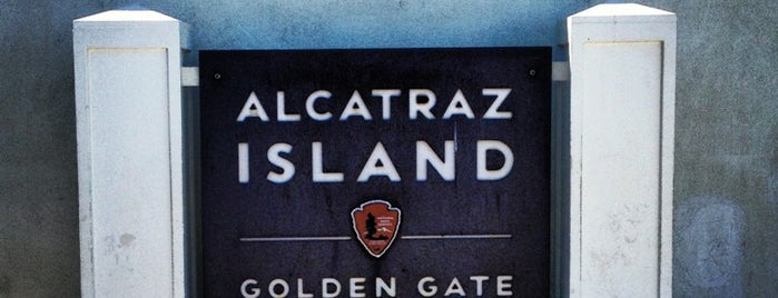 Alcatraz Island is one of Lieux qui ont plu à Elisa.