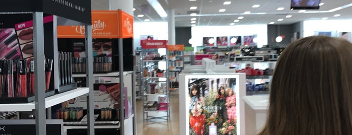Ulta Beauty is one of Tempat yang Disukai Eve.