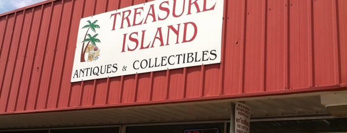 Treasure Island Flea Market & Antiques is one of Locais salvos de Laura.
