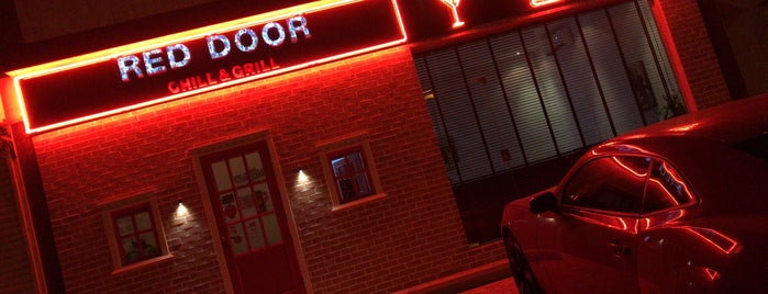 Red Door Chill and Grill is one of Lugares favoritos de حاتم.
