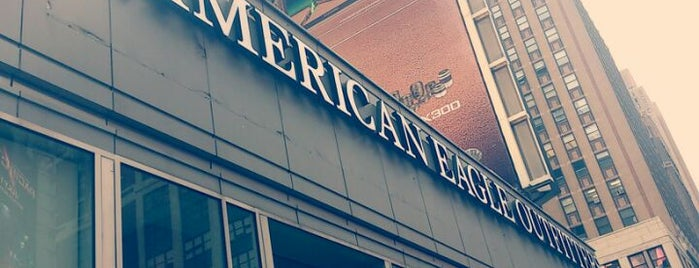 American Eagle & Aerie Store is one of Alexさんのお気に入りスポット.