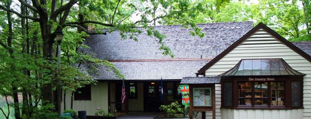 Douthat Lakeview Restaurant is one of 30 Places to Eat in Virginia Before You Die.