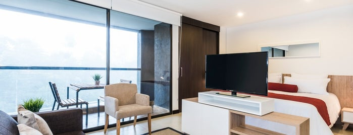Living Room Hotel Ríoverde - Apartahotel is one of สถานที่ที่ Ricardo ถูกใจ.