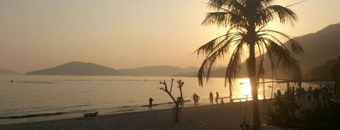 Cheung Sha Beach 長沙泳灘 is one of Alluring Hong Kong & Macau.